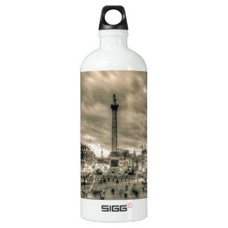 Tourists in Trafalgar Square, London SIGG Traveler 1.0L Water Bottle