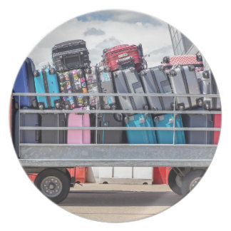 Trailer on airport filled with suitcases.JPG Plate