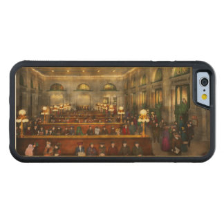 Train Station - Waiting in Grand Central 1904 Maple iPhone 6 Bumper Case