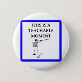 trap shooting 6 cm round badge