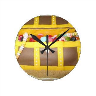Treasure chest cake clocks