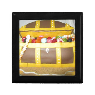 Treasure chest cake gift box