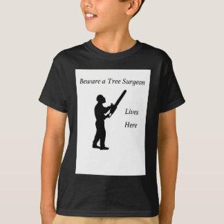 Tree Surgeon Arborist at work present Chainsaw T-Shirt