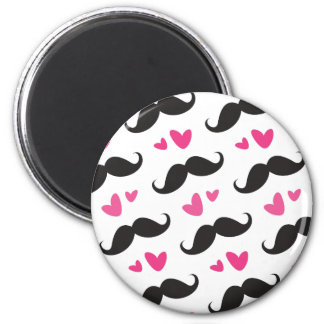 Trendy black mustache pattern with pink hearts 6 cm round magnet