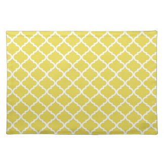 Trendy Bright Yellow Moraccan Quatrefoil Pattern Placemat
