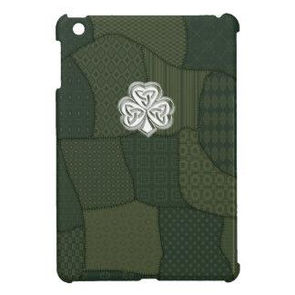 Trendy retro patchwork Irish lucky shamrock iPad Mini Covers