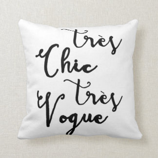 Tres Chic Tres Vogue | Modern Calligraphy Design Throw Pillow