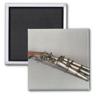 Triple-barrelled pistol square magnet