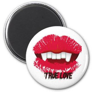 TRUE LOVE VAMP LIPS PRINT 6 CM ROUND MAGNET
