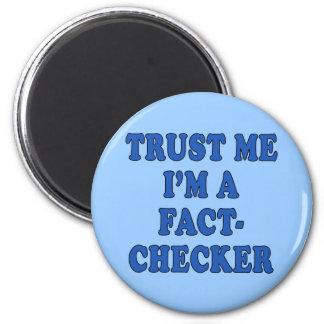 Trust Me, I'm a Fact Checker 6 Cm Round Magnet