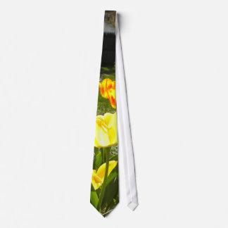 Tulips tie