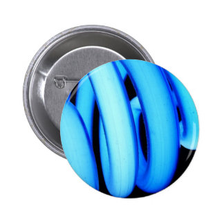 Twisted Light Bulb in Neon Blue 6 Cm Round Badge