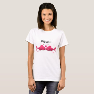 Two fish in love, signifying the romantic pisces. T-Shirt