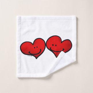 two hearts in love bath towel set