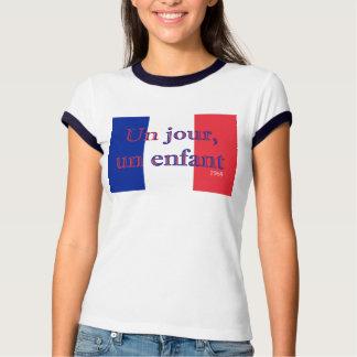 Un jour, un enfant t-shirts