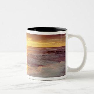 USA, California, San Diego. Sunset Cliffs beach Two-Tone Mug