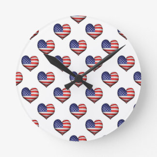 Usa Grunge Heart Shaped Flag Pattern Round Clock