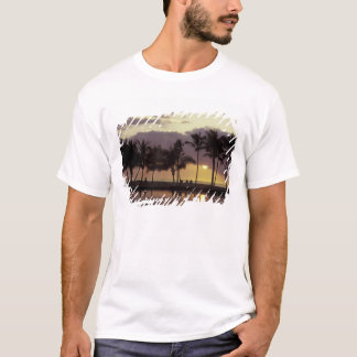 USA, Hawaii, Big Island, Couple, palm trees T-Shirt