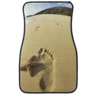 USA, Hawaii, Maui, Makena Beach, Footprint and Car Mat