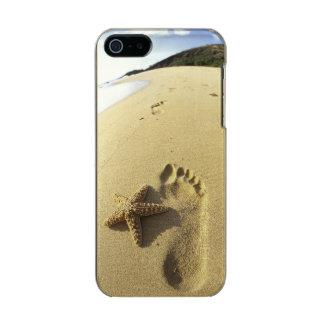 USA, Hawaii, Maui, Makena Beach, Footprint and Incipio Feather® Shine iPhone 5 Case