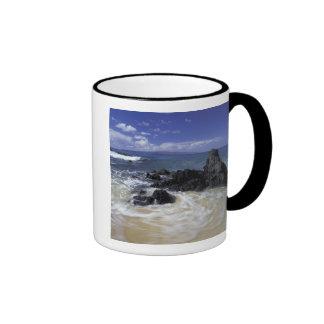USA, Hawaii, Maui, Maui, Makena Beach, Surf on Ringer Mug