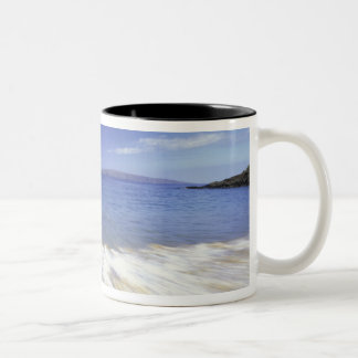 USA, Hawaii, Maui, Surf coming in to Makena Two-Tone Mug