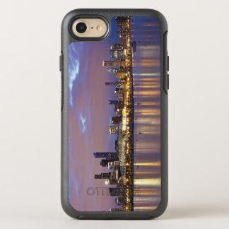 USA, Illinois, Chicago, City skyline over Lake 5 OtterBox Symmetry iPhone 7 Case