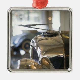 USA, Indiana, Auburn: Auburn, Cord, Duesenberg 4 Silver-Colored Square Decoration