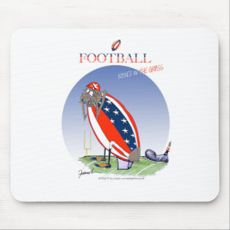 USA kicked in the grass, tony fernandes Mouse Pad