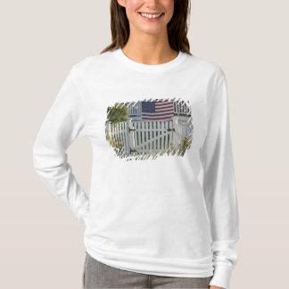 USA, Massachusettes, Gloucester: Patriotic Fence T-Shirt
