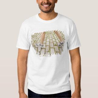 USA, New York City, Blurred legs of woman Tshirt