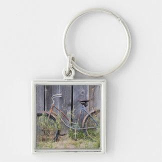 USA, Oregon, Bend. A dilapidated old bike Key Chain