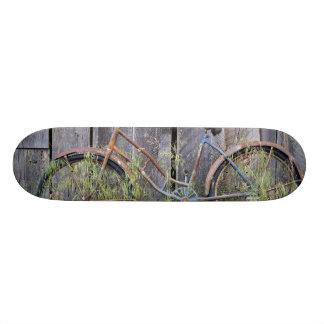 USA, Oregon, Bend. A dilapidated old bike Skate Board