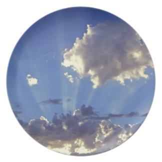 USA, Oregon, Bend. Sun rays fill the sky near Plate