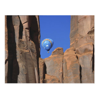 USA, Utah, Monument Valley. A rainbow hot-air Postcard