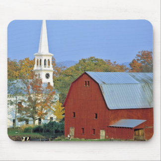 USA, Vermont, Peacham. A red barn and white Mouse Pad