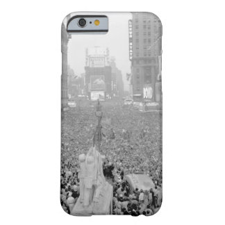 V-J Day in New York City_War Image Barely There iPhone 6 Case
