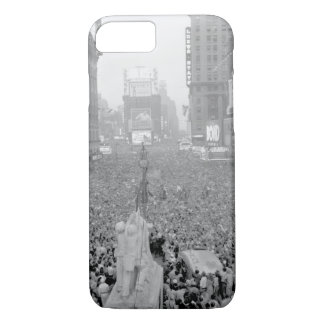V-J Day in New York City_War Image iPhone 7 Case