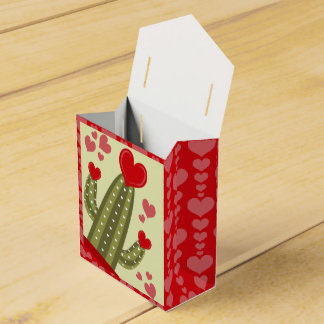 Valentine's Day Favor Box Red and Pink Hearts