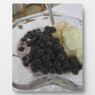 Vanilla ice cream with uncultivated bilberries plaque