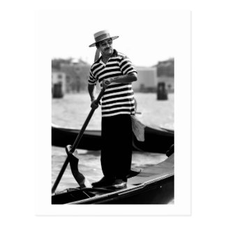 VENICE GONDOLIER WITH HAT POSTCARD