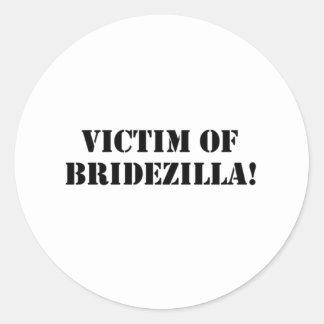 Victim of Bridezilla black Round Sticker