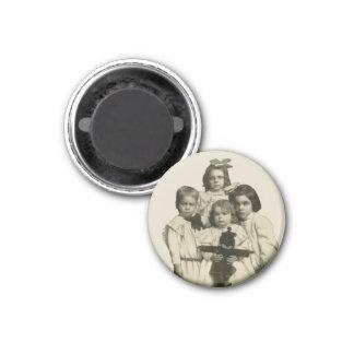 Victorian Children Funny Creepy Evil Demonic 1900s 3 Cm Round Magnet