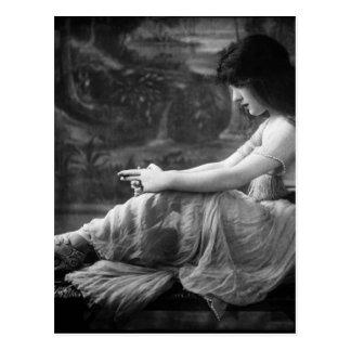 Vintage 1913 Evelyn Nesbit Postcard