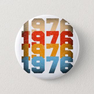 VINTAGE 1976 6 CM ROUND BADGE