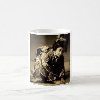 Vintage Bowing Geisha Sepia Toned お辞儀 Japanese Coffee Mug