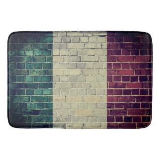 Vintage Italy flag on a brick wall Bath Mat