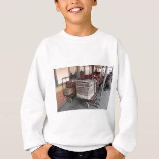 Vintage luggage and wicker basket - Range Sweatshirt