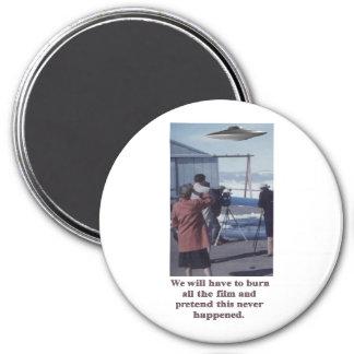 Vintage - Retro UFO Sighting - burn the film 7.5 Cm Round Magnet