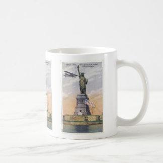 Vintage Statue of Liberty with Biplane and Flag Mu Coffee Mug